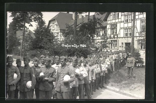 Foto-AK Grafenwöhr, Soldaten in Uniformen 1936