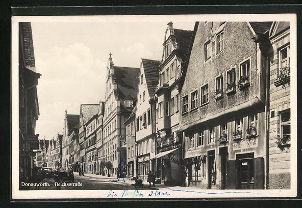 AK Donauwörth, Reichsstrasse, Häuserfassaden mit Geschäften