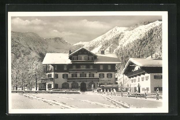 AK Geitau, Gasthaus zur roten Wand mit Aiplspitz unter Schneedecke