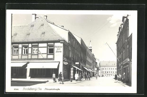 AK Radeberg i. Sa., Hauptstrasse mit Pelzhaus zum Stern