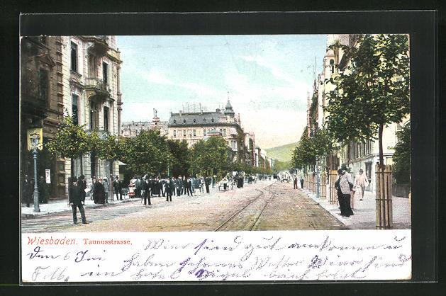 AK Wiesbaden, Taunusstrasse, Häuserfassaden und Strassenbahnschiene