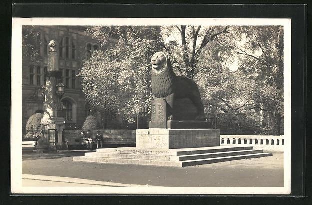 AK Düsseldorf, Weltkriegs-Denkmal der Bergische Löwe