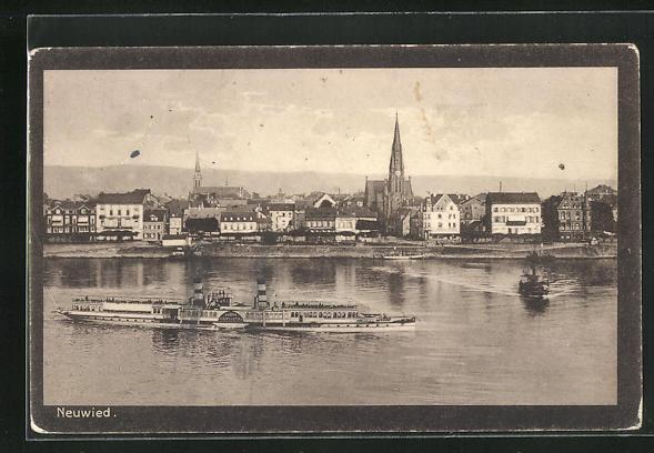 AK Neuwied, Ortsansicht mit Fluss und Dampfer, Blick auf Kirche