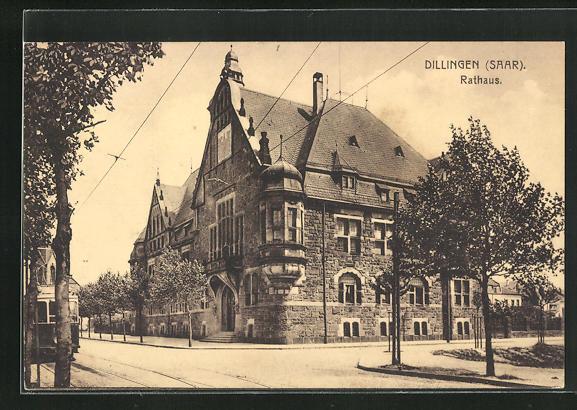AK Dillingen / Saar, Strassenpartie am Rathaus