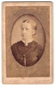 Fotografie T. J. Dickopf, Siegburg, Portrait wunderschönes Fräulein mit zurückgebundenem Haar