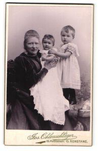 Fotografie Jos. Ohlenschläger, Konstanz, Portrait Mutter mit zwei kleinen Kindern