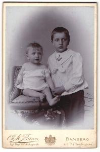Fotografie Ch. M. Bauer, Bamberg, Portrait Kleinkind und älterer Bruder