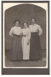 Fotografie unbekannter Fotograf und Ort, Portrait drei bürgerliche junge Frauen
