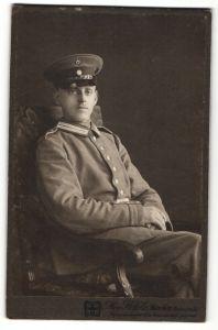 Fotografie Max Höfele, München, Portrait Soldat in Uniform mit Schirmmütze