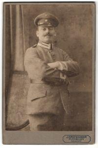 Fotografie J. Grieshaber, München, Soldat in Uniform in stolzer Haltung