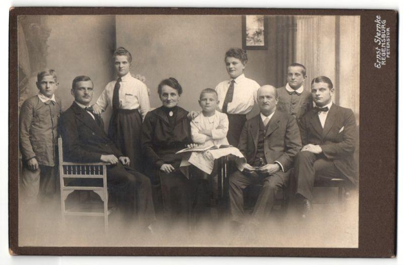Fotografie Ernst Sternke, Regensburg, Portrait bürgerliche Familie, drei Generationen