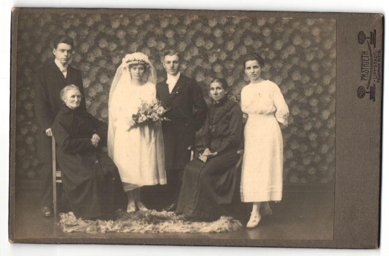Fotografie Ph. Strieth, Lippstadt, Portrait Braut, Bräutigam, Trauzeugen und Mütter