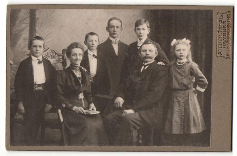 Fotografie Atelier Ideal, Hamburg, Portrait bürgerliche Familie mit 5 Kindern, Montage