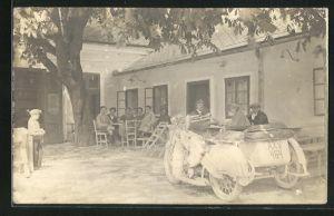 Foto-AK Motorrad mit Beiwagen Weisse Mars A20 vor einem Gasthaus