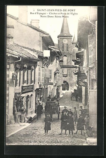 AK Saint-Jean-Pied-de-Port, La Rue d`Espagne - Clocher et Porte de l`Eglise