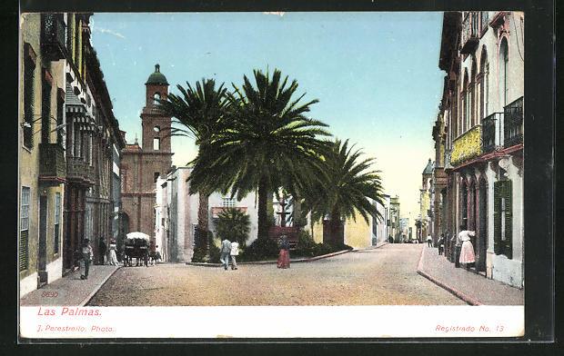 AK Las Palmas, Teilansicht mit Häuserfassaden und Glockenturm