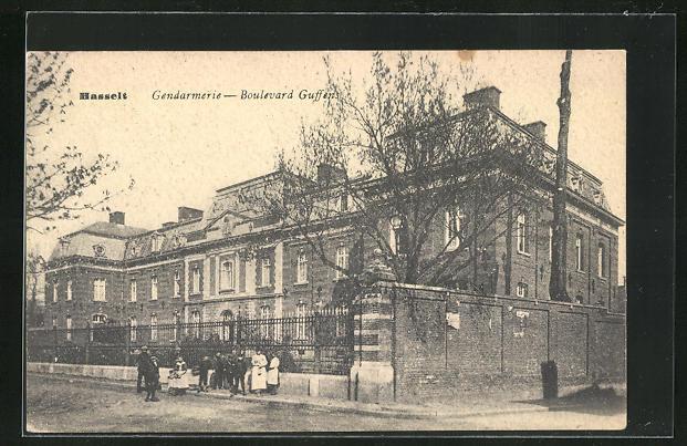 AK Hasselt, Gendarmerie, Boulevard Guffens, Bedienstete vor dem Gebäude