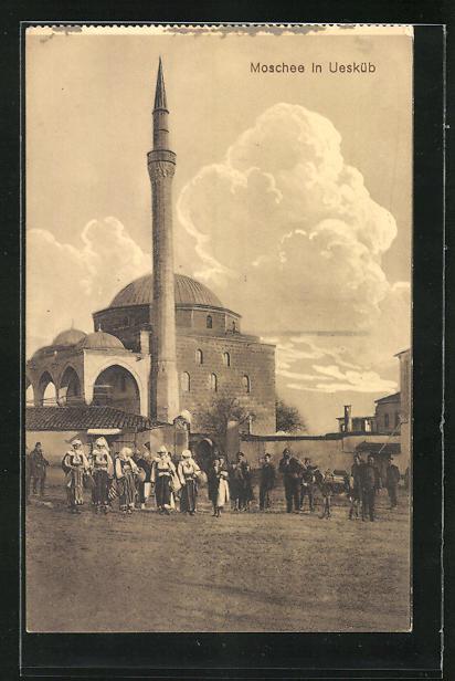 AK Skopje / Ueskueb, Anwohner vor der Moschee