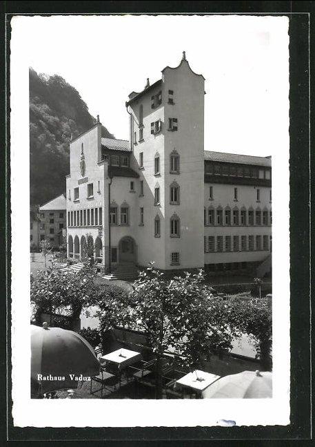 AK Vaduz, Rathaus im Sonnenschein