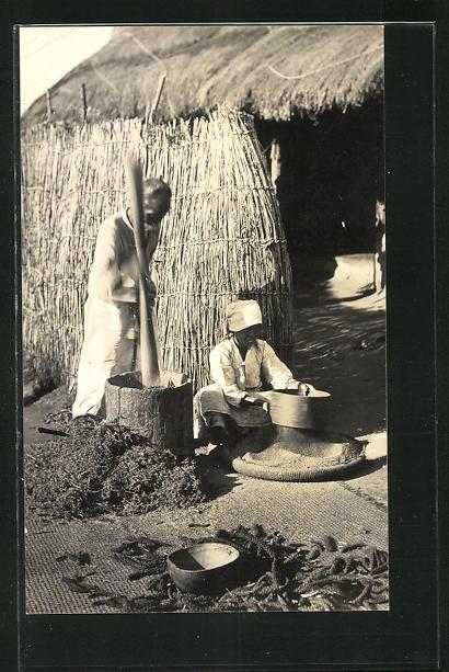 AK Koreaner beim Reisstampfen