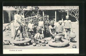 AK Potters at work, Indische Töpfer bei der Arbeit