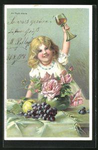 Duft-AK Kleines Mädchen hebt am Tisch ein Glas, mit Frucht Aroma