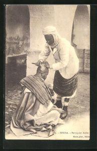 AK Biskra, Perruquier Arabe, Arabischer Friseur bei der Arbeit