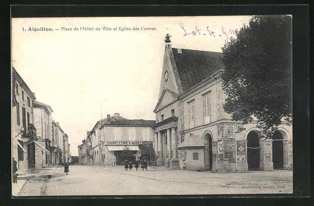 AK Aiguillon, Place de l` Hôtel-de-Ville et Eglise des Carmes