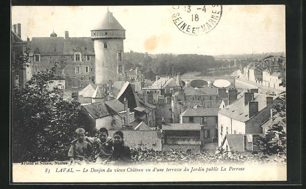 AK Laval, Le Donjon du vieux Château vu d` une terrasse du Jardin public La  Perrine