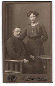 Fotografie F. Henning, Plön, Portrait bürgerliche Eheleute
