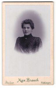 Fotografie Max Brauch, Püttlingen, Portrait junge Frau mit zusammengebundenem Haar