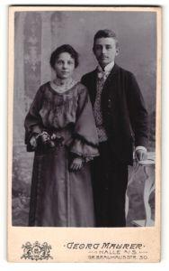 Fotografie Georg Maurer, Halle a/S, Portrait junges bürgerliches Paar