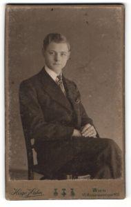 Fotografie Hugo Hahn, Wien, Portrait junger Herr in Abendgarderobe