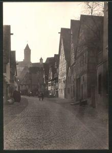 Fotografie Fotograf unbekannt, Ansicht Dinkelsbühl, Strassenansicht mit Fachwerkhäusern