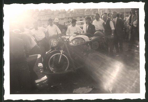 Fotografie Motorrad Norton Manx, Rennmotorrad mit Startnummer 16
