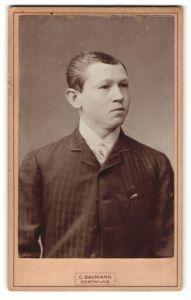 Fotografie C. Baumann, Dortmund, Portrait hübscher Bube im karierten Jackett