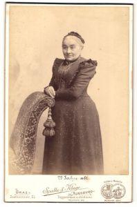 Fotografie Spalke & Kluge, Augsburg, Portrait betagte Dame mit freundlichem Blick