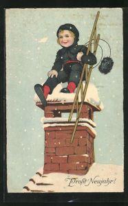 AK Prosit Neujahr, kleiner Schornsteinfeger auf Dach