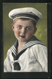 AK Kleiner Junge in Matrosenuniform mit Mützenband