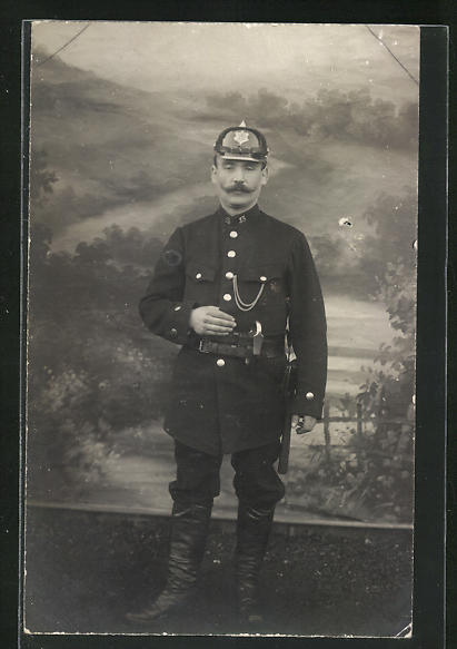 Foto-AK Feuerwehrmann in Uniform, Uniformfoto