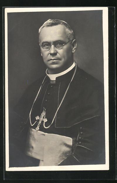 AK Geistlicher mit Brille, Kreuzkette und Schärpe
