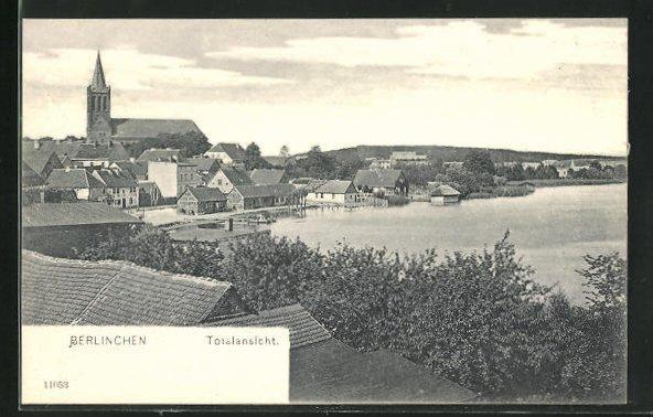 AK Berlinchen / Barlinek, Ortsansicht mit Wasser, Häusern und Kirche