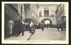 AK Wilna, Ostra Brama, Leute knieen auf der Strasse