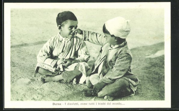 AK Derna, Zwei Knaben beim Spiel