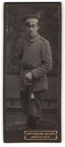Fotografie Hot-Atelier Seiling, München, Portrait Soldat in Uniform mit Schirmmütze