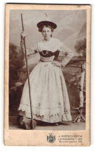 Fotografie J. Hirschbeck, Landsberg a/Lech, Portrait junge Frau in Kostüm als Sennerin