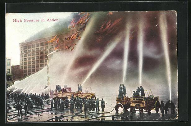 AK High Pressure in Action, Feuerwehrwagen bei einem Brand