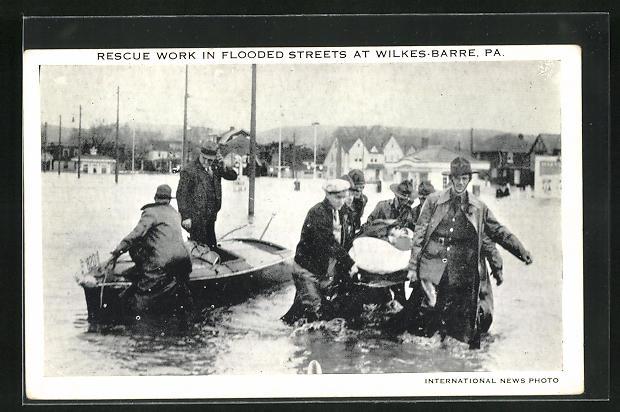 AK Wilkes-Barre, PA, Resttungsarbeiten in überfluteter Ortschaft
