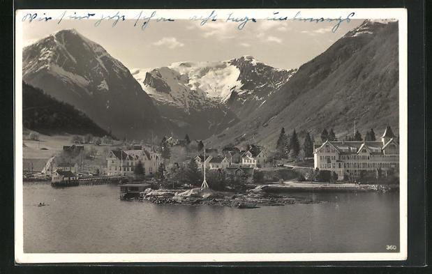 AK Balholm, Sognefjord, Totalansicht mit Häusern und Gebirge mit Schnee