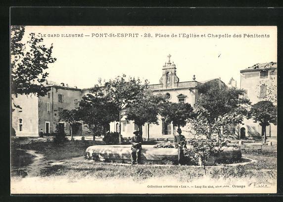 AK Pont-Saint-Esprit, Place de l'Eglise et Chapelle des Penitents